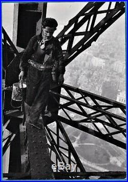Vintage photo peintre tour Eiffel tower painter by Marc Riboud Paris France 1953