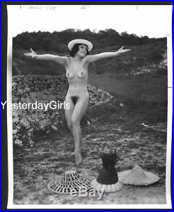 YGST-1303 VINTAGE 1960s B/W 8X10 ART POSED NUDE MODEL OUTDOORS BY SERGE JACQUES